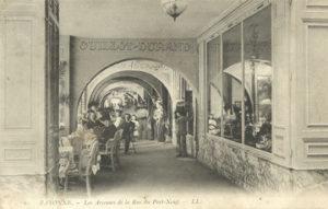 Salon de dégustation de chocolats de Bayonne sous les Arcades de la rue Port Neuf à Bayonne